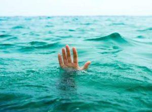 نجات جان خدمه شناور مسافربری از غرق شدن در دریا + تصاویر