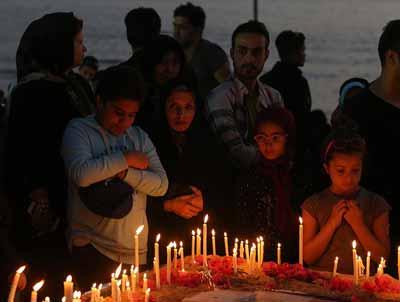 کیشوندان به یاد شهدای سانچی شمع روشن کردند +تصاویر