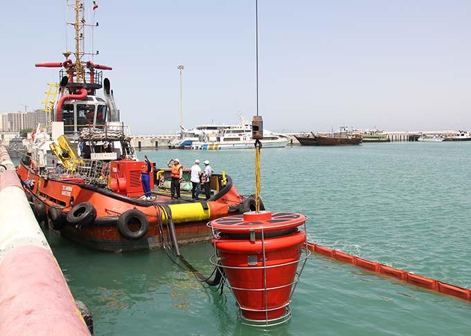 برگزاری همایش و مانور مقابله با آلودگی نفتی در بندر کیش +تصاویر