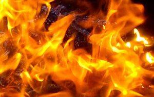 آتش سوزی بازار پردیس یک کیش/ فوت یک نفر + عکس و فیلم
