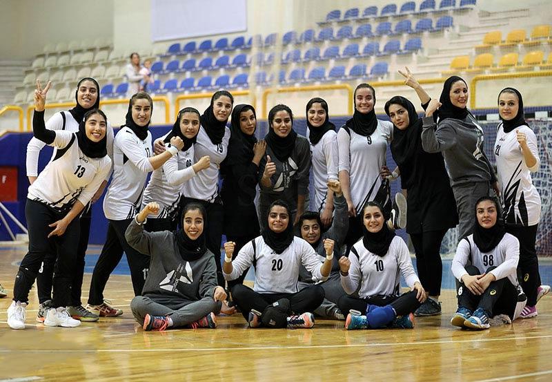تیم دختران هندبال کیش ایر