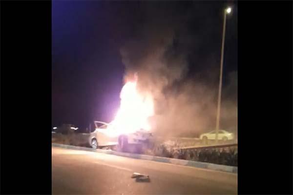 فیلم | آتش گرفتن مزدا۶ پس از برخورد با تیر چراغ برق در کیش