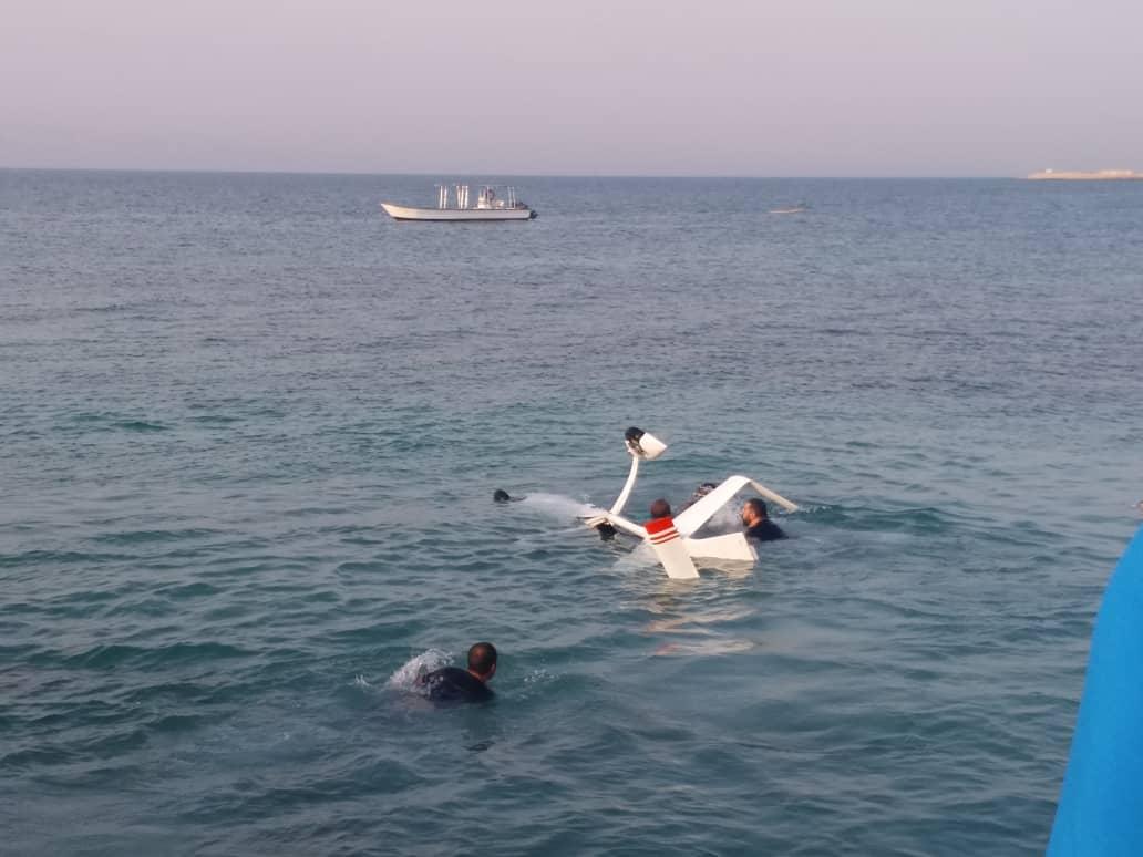 فرود اضطراری یک فروند جایروکوپتر در آبهای کیش +تصاویر